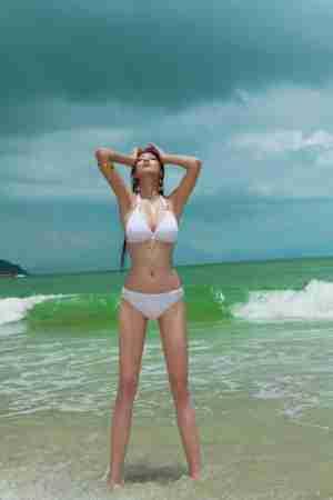 国际超模艾尚真比基尼清凉写真