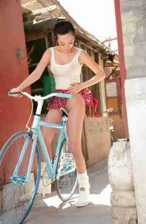 美丝单车美眉性感肉丝丝丝诱惑