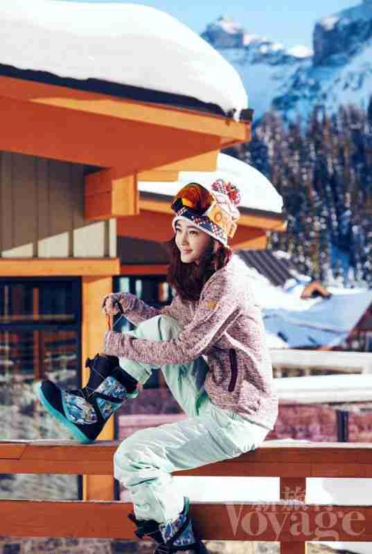 王丽坤秀帅气滑雪照 网友评:完败A4腰