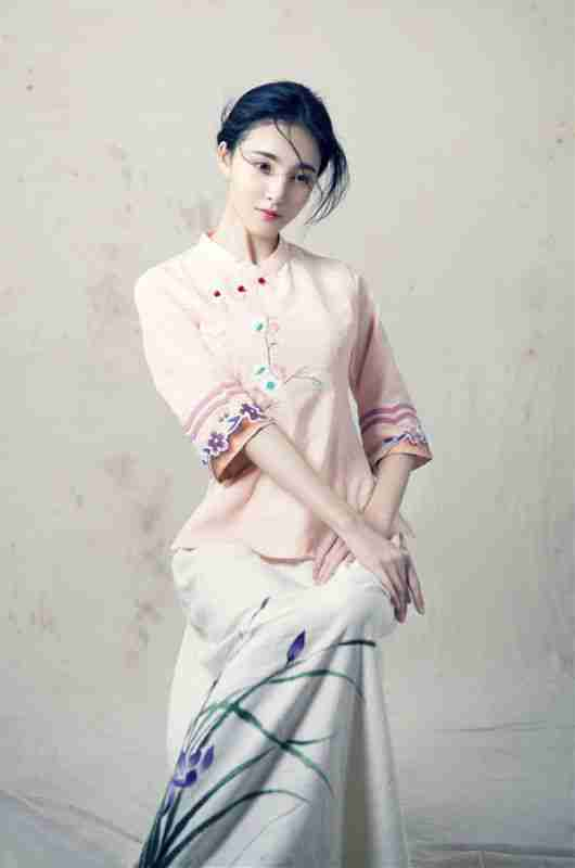 刘雨欣优雅演绎东方女性美复古写真