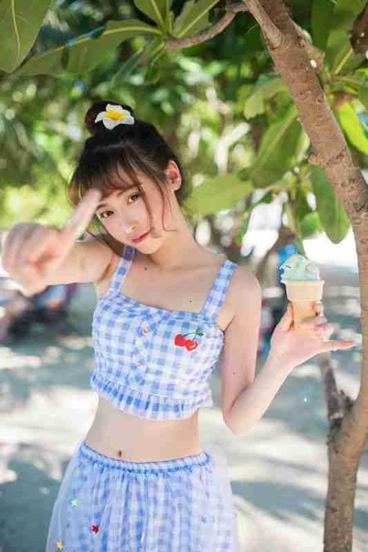 日本清纯美女海边露小蛮腰写真集