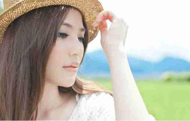 乡间亮丽的清纯美眉