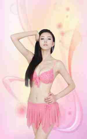超模艾尚真粉红泳装