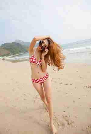 黄曼雅夏日清凉沙滩