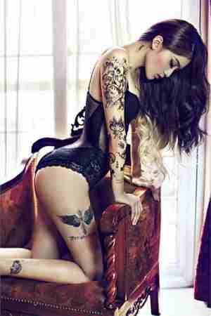美女模特靓丽纹身令人血脉