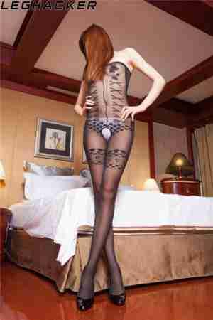 Leghacker骨感美女连体黑丝袜诱惑写真