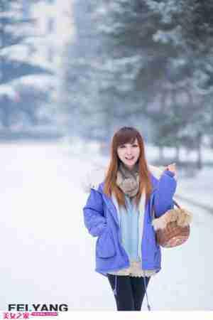 清纯迷人美女雪地纯情写真