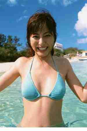 宅男酥胸女神杉本有美沙滩比基尼性感写真