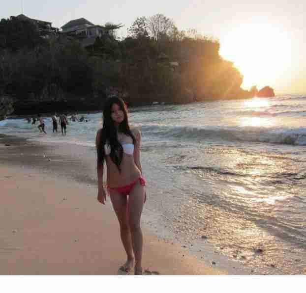 美女陈维芊沙滩比基尼性感写真