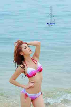 海边比基尼美女湿身诱惑写真