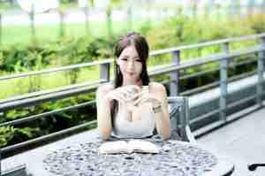 台湾外拍模特周盈欣自拍写真图片