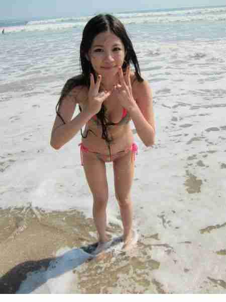 陈维芊性感比基尼沙滩照
