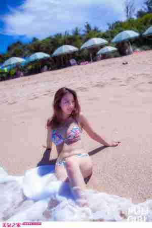 夏日比基尼美女沙滩唯美写真