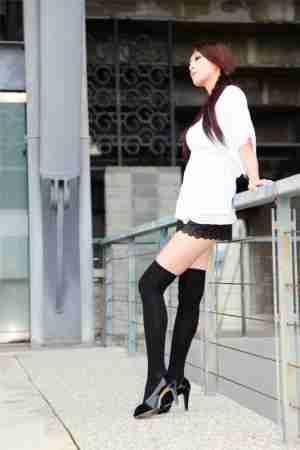 街拍热裤mm小雪秀大长腿图片