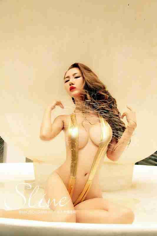 金色性感比基尼美女陈怡曼