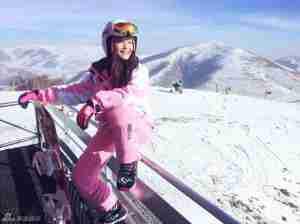 康琳浠滑雪时尚写真尽显青春活力