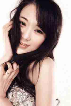 内地歌手龙梅子绚丽时尚写真大片