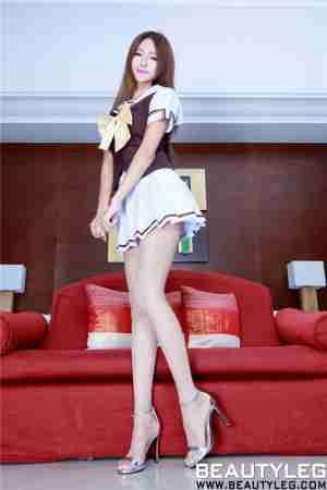 笑容甜美的制服美女Winnie丝袜高跟迷人图片