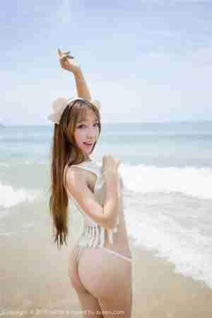 性感美女黄歆苑高清沙滩美女图片