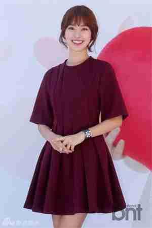 陈世妍红裙娇美迷人微笑惹人爱