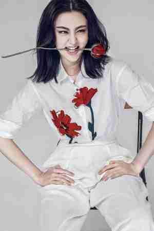 美女明星甘露演绎时尚冷艳性感