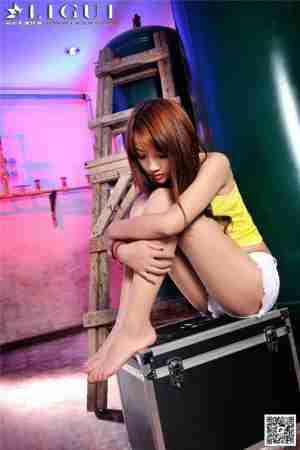丝袜美脚嫩模司琪废弃杂物间艺术摄影高清图