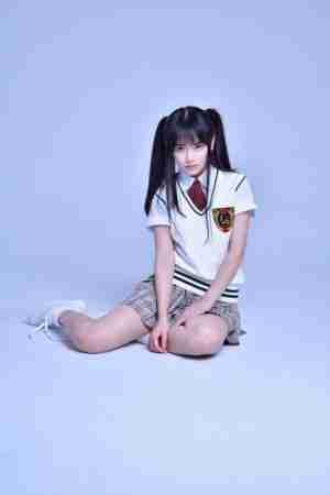 南笙校服写真化身清纯美少女