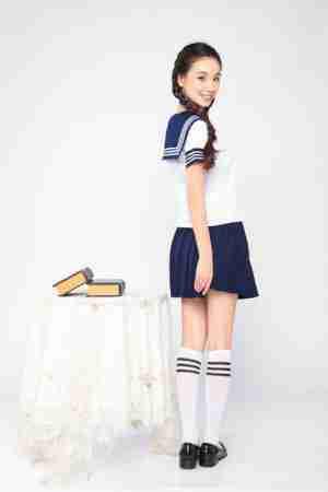 程砚秋清新气质甜美校服写真