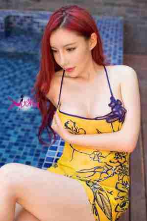 S女神陈宝拉皮肤白嫩浴池内比基尼写真
