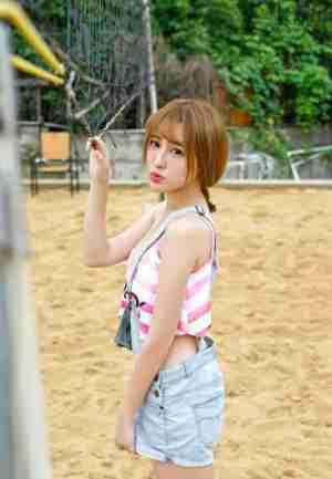 美胸:清纯少女陈雨涵沙滩玩耍后写真