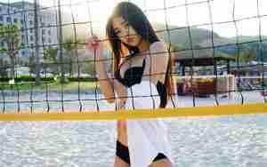 大胸美女可乐Vicky诱惑曲线白嫩肌肤修长美腿私房写真
