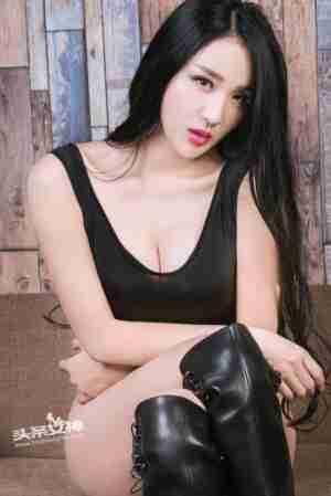 淑女的欲望涟漪sara黑色连体衣人体大胆摄影