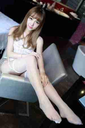 美女穿丝袜蕾丝内衣性感情趣写真
