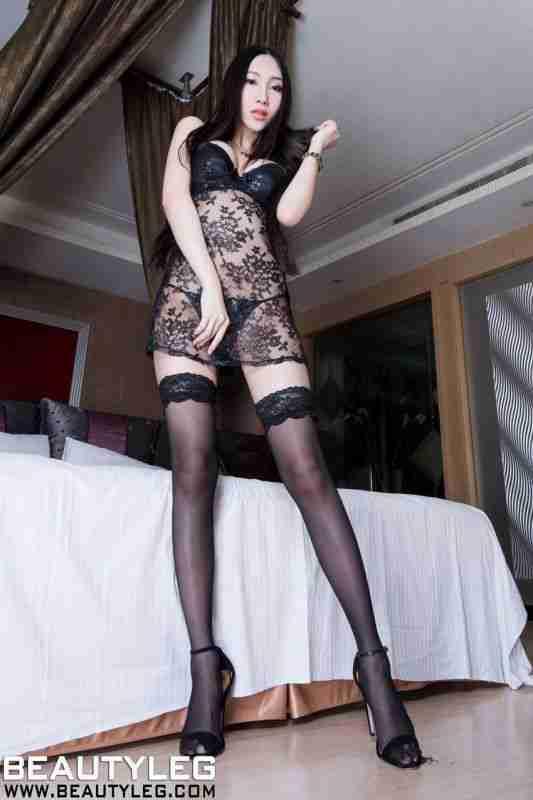 台湾丝袜美腿美女Miki高清套图写真