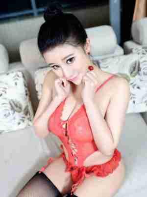 香港小紫藤Kristalivy美女自己解开胸衣