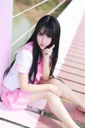 清纯可爱妹子杨晓青儿校服写真