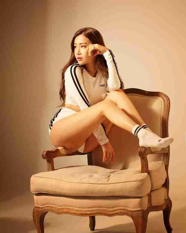 韩国正妹Jin Jin 紧身运动服性感火爆