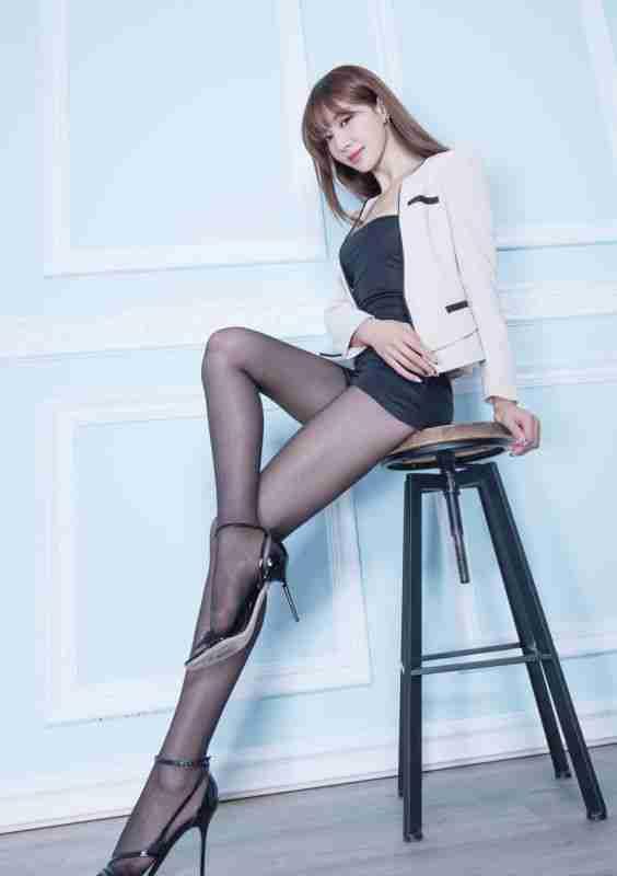 腿模Emma黑丝美腿丝袜诱惑