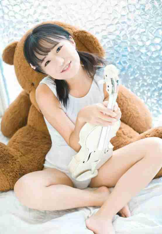 童颜仓井优香可爱白色蕾丝日系体操服写真