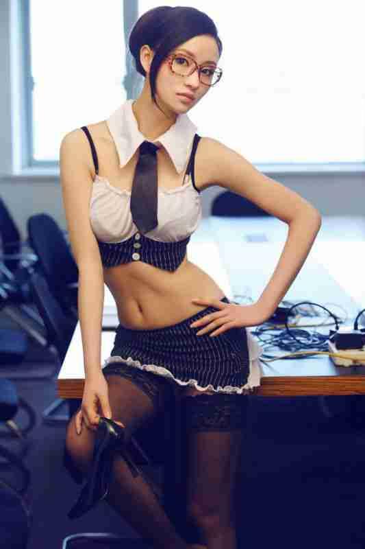 新生代女秘书何佳怡性感眼镜娘