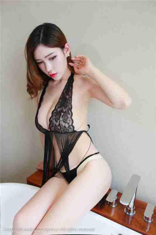 性感爆乳尤物女神情趣透视装完美身材美乳大到无法呼吸
