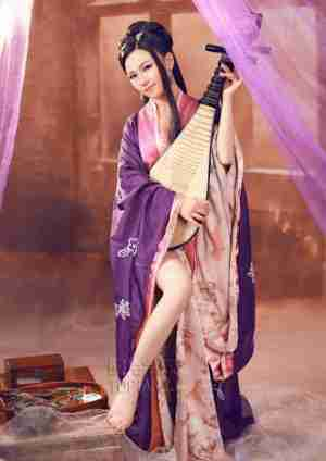 古典少女甜美笑容 手扶琵琶甜美可人