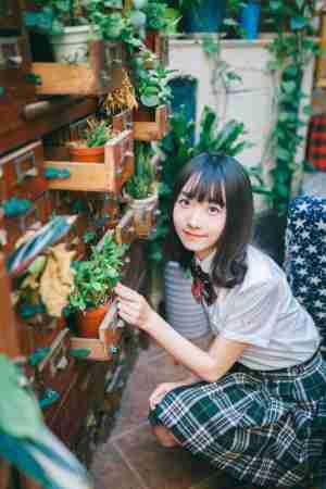 日本学生装短裙女孩