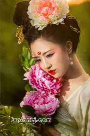 红唇女子古装图片 唯美伊人惹人爱