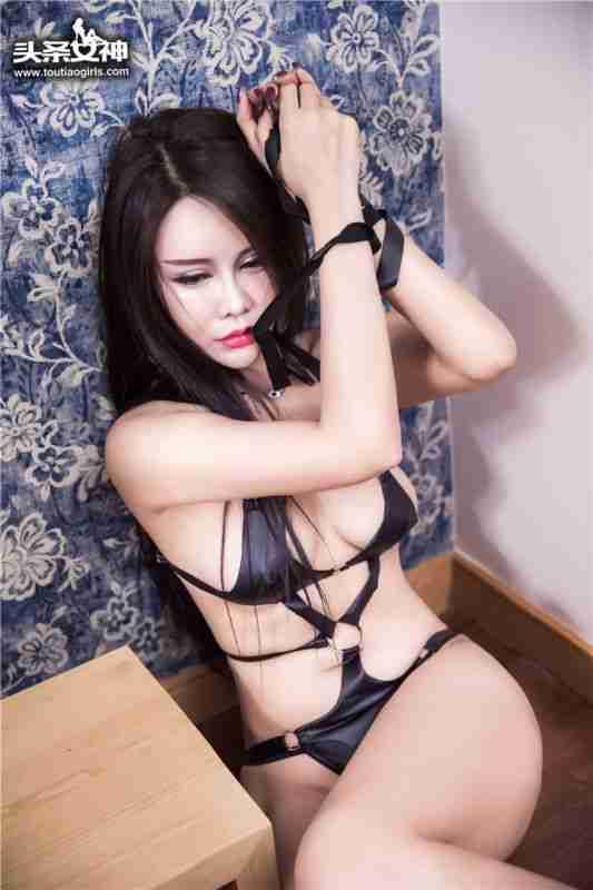 少妇自摸臀后翘大尺度捆绑SM超高清人体艺术写真