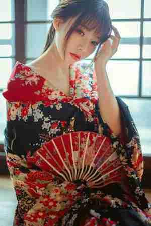 日本和服妖艳红唇美女