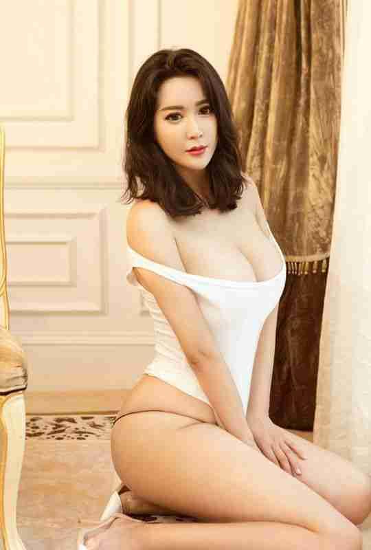 大奶肥臀少妇性感迷人连体衣室内诱惑人体艺术照