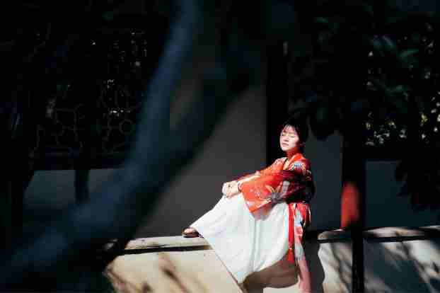 大红古装裙美女