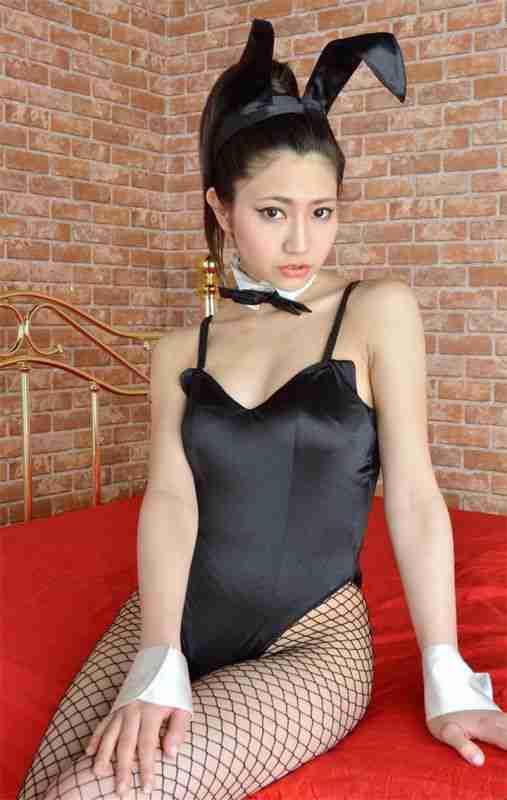 日本兔女郎黑丝渔网妹大肥臀图片