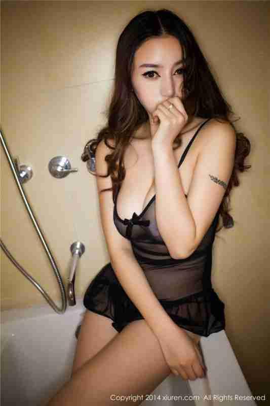 美乳性感尤物陈思琪大尺度浴室透视装爆乳黑丝睡衣主题系列
